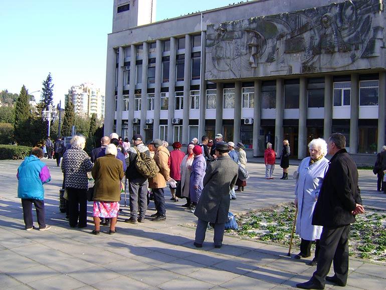 ... и жители нашего города, принимающие активное участие в жизни громады, положительно отозвались о принятом решении 25-ой сессии 5-го созыва от 08.04.09